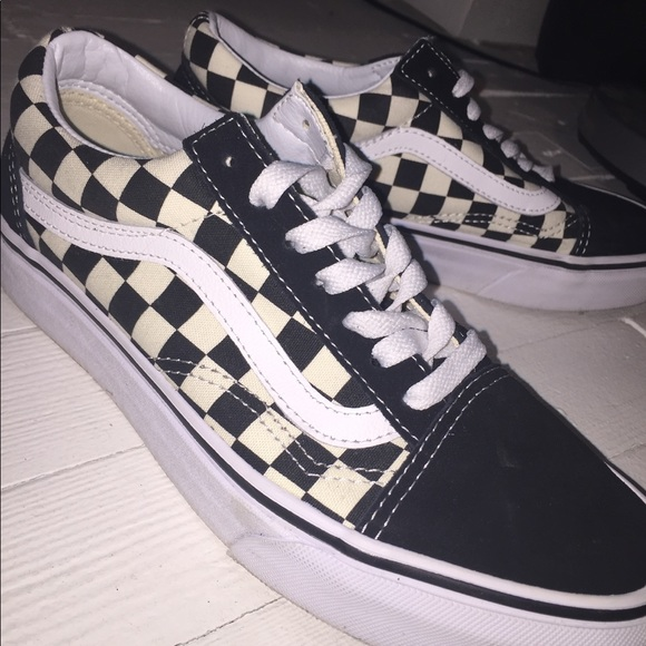 a820124b9d120b Poshmark Poshmark Poshmark Checkered Blackwhite Skool Old Vans Vans Vans  Vans Shoes qF7WZ